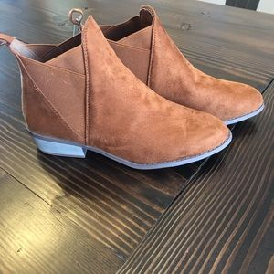 🔥HP🔥NWT 10 Short Brown Booties Boots